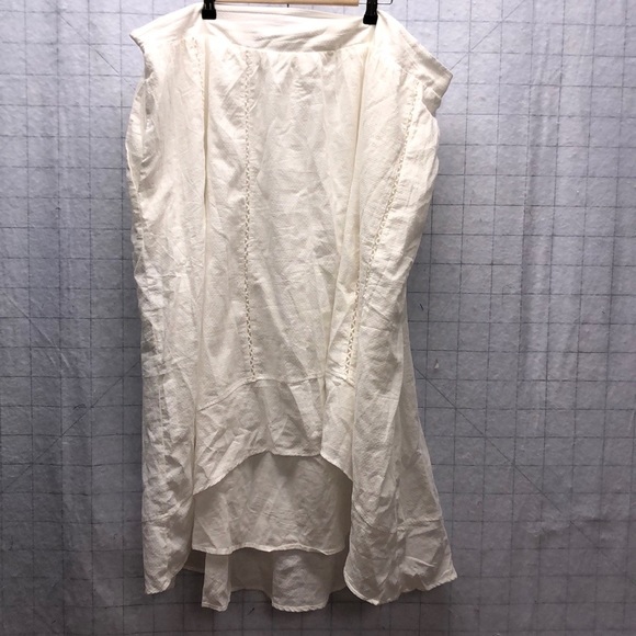 Melissa McCarthy Dresses & Skirts - Melissa McCarthy Seven7 Swiss Dot hi low skirt